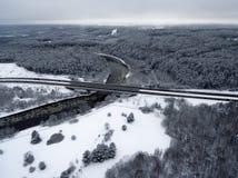 Vilna, Lituania: vista superior aérea del río de Neris, de bosques circundantes y del camino de Gariunai fotos de archivo
