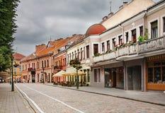 Vilniaus街道在考纳斯 立陶宛 库存图片