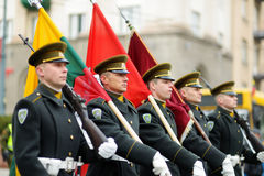 VILNIUS, ΛΙΘΟΥΑΝΙΑ - 11 ΜΑΡΤΊΟΥ 2015: Εορταστική παρέλαση ως Λιθουανία που χαρακτηρίζεται τη 25η επέτειο της αποκατάστασης ανεξαρ Στοκ εικόνες με δικαίωμα ελεύθερης χρήσης