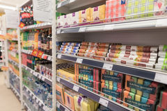 VILNIUS, ΛΙΘΟΥΑΝΙΑ - 10 ΝΟΕΜΒΡΊΟΥ 2016: Λεωφόρος καταστημάτων μεγίστων στη Λιθουανία Ένα από τα δημοφιλέστερα καταστήματα στη Λιθ Στοκ εικόνες με δικαίωμα ελεύθερης χρήσης
