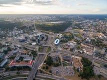 Vilnius affärsområde med rondellen i bakgrund lithuania royaltyfri foto