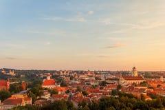 Vilnius gammal stad på solnedgången Royaltyfri Bild