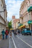 Vilnius gammal stad, Pilies gata (den Zamkovaya gatan), sikt av Royaltyfria Foton