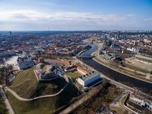 Vilnius Gediminas Basztowy i Rzeczny Neris w tle Lithuania Vilnius pejzaż miejski Zdjęcie Royalty Free