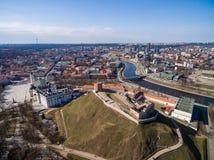 Vilnius Gediminas Basztowy i Rzeczny Neris w tle Lithuania Vilnius pejzaż miejski i Cathdreal kwadrat Zdjęcia Royalty Free