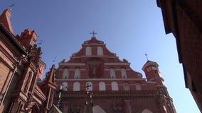 Vilnius historische Kerk van St. Francis en Bernardine stock video