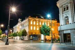 Vilnius Litauen Alte Gebäude in der Abend-Beleuchtung auf verlassener Gediminas-Allee, Lizenzfreies Stockbild