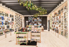 VILNIUS LITAUEN - APRIL 20, 2016: Bottlery alkoholvin shoppar i Akropolis, Litauen, Vinius Royaltyfria Foton