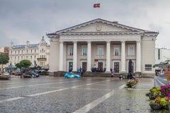 VILNIUS, LITAUEN - 16. AUGUST 2016: Rathaus in Vilnius, Lithuani lizenzfreie stockbilder