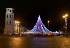 VILNIUS LITAUEN - December 02: sikten av den Gediminas aveniuen dekorerade i Vilnius på December 02, 2017 i Vilnius Litauen I 199 Arkivfoto