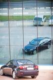 VILNIUS, LITAUEN - 10. JULI 2012: Luxus-Lexus Car Reflexion im Spiegel Stockfotos