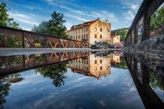 VILNIUS, LITAUEN - 31. JULI 2017: Republik Vilnius Uzupis Ein des populärsten Besichtigungsplatzes in Litauen Alte Gebäude Lizenzfreie Stockfotos