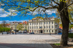 Vilnius Litauen - Maj 09, 2017: Domkyrkafyrkant i vår Arkivfoto