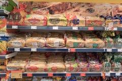 VILNIUS, LITAUEN - 10. NOVEMBER 2016: Maxima Shop Mall in Litauen Einer der populärsten Shops in Litauen Brot Stockbild