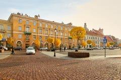 Vilnius, Litauen - 5. November 2017: Stadt Hall Square in der Herbstzeit Lizenzfreie Stockbilder