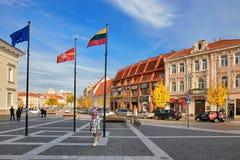 Vilnius, Litauen - 5. November 2017: Stadt Hall Square in der Herbstzeit Lizenzfreies Stockfoto