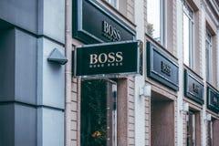 Vilnius Litauen - September 06, 2018: Hugo Boss lagerskylt Hugo Boss fokusar på framkallning och marknadsföring av royaltyfri foto