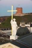 Vilnius Litauen: Skulptur av St Helena Royaltyfri Fotografi