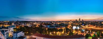 Vilnius, Lithuania Arquitetura da cidade do por do sol Palácio dos duques grandes fotografia de stock