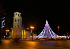 VILNIUS LITHUANIA, Grudzień, - 02: widok choinka w Vilnius na Grudniu 02, 2017 w Vilnius Lithuania W 1994 Vil Zdjęcia Stock