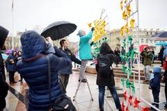 VILNIUS LITHUANIA, MARZEC, - 11, 2016: Ludzie bierze części w świątecznych wydarzenia jako Lithuania zaznaczali 26th rocznicę swó Zdjęcie Stock