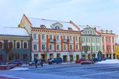 VIlnius Lithuania, Styczeń, - 05, 2017: Niewiadomi ludzie iść wzdłuż ulicy w Starym miasteczku, Vilnius, Lithuania Zdjęcie Stock