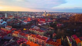 VILNIUS, LITHUANIA - widok z lotu ptaka Vilnius stary miasto zbiory wideo