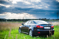 VILNIUS, LITHUANIE - 10 JUILLET 2012 : Lexus Car de luxe Aéroport international de Vilnius à l'arrière-plan Images stock