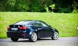 VILNIUS, LITHUANIE - 10 JUILLET 2012 : Lexus Car de luxe Herbe verte et parc à l'arrière-plan journée sunlight Photographie stock