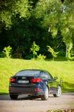 VILNIUS, LITHUANIE - 10 JUILLET 2012 : Lexus Car de luxe Herbe verte et parc à l'arrière-plan journée sunlight Images stock