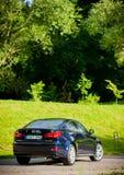 VILNIUS, LITHUANIE - 10 JUILLET 2012 : Lexus Car de luxe Herbe verte et parc à l'arrière-plan journée sunlight Image libre de droits