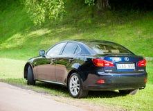 VILNIUS, LITHUANIE - 10 JUILLET 2012 : Lexus Car de luxe Herbe verte et parc à l'arrière-plan sunlight Photo libre de droits