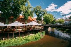Vilnius, Lithuanie Le café de rue près dans Uzupis a placé dans la vieille ville Images libres de droits
