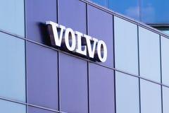 Vilnius, Litouwen 12 April, 2018: Volvo-embleem op een muur Volvo is een Zweedse gevestigde premie automobiele fabrikant Royalty-vrije Stock Foto