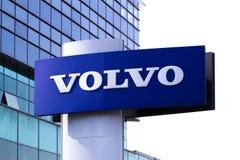 Vilnius, Litouwen 12 April, 2018: Volvo-het handel drijvenembleem Volvo is een Zweeds multinationaal verwerkende bedrijf Stock Fotografie