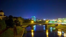 Vilnius, Litouwen in de nacht, tijd-tijdspanne stock videobeelden