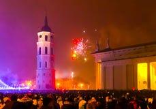 Vilnius, Litouwen - Januari 01, 2017: Het belangrijkste vuurwerk in Litouwen bij Nieuwjaar Stock Foto