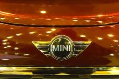 VIlnius, Litouwen - Januari 01, 2017: Mini Cooper Clubman bij winkelcentrum Gedimino 9 wordt gedemonstreerd die Stock Foto's