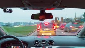 Vilnius, Lituânia - cerca do novembro de 2017: Conduzindo no carro nas horas de ponta da manhã, tempo-lapso video estoque