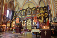 VILNIUS, LITUÂNIA - 30 DE DEZEMBRO DE 2016: Interior da igreja ortodoxa de São Nicolau fotos de stock