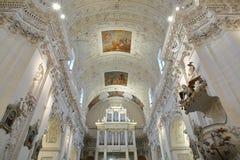 VILNIUS, LITUÂNIA - 31 DE DEZEMBRO DE 2016: O interior igreja do ` s de St Peter e de St Paul foto de stock royalty free
