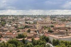 Vilnius, Lituânia - 19 de julho de 2016: Cidade velha do panorama de Vilnius Foto de Stock Royalty Free