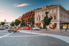 Vilnius Lituânia Vista da rua de Didzioji, Showplace antigo dentro fotografia de stock royalty free