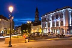 Vilnius Lituania Fontana fra la via illuminata di Didzioji Fotografia Stock Libera da Diritti