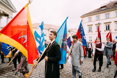 Vilnius, Lituania La gente si è vestita in costumi tradizionali partecipa Fotografie Stock