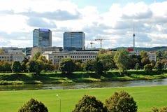 Vilnius miasta panorama z rzecznym Neris na Wrześniu 24, 2014 Obrazy Royalty Free