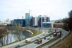 Vilnius miasta transport w Gelezinis Vilkas ulicie Fotografia Stock