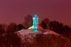 vilnius Montagne de trois croix la nuit Photo stock