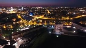 Vilnius nachts lizenzfreie stockbilder