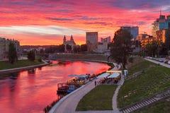 Vilnius på solnedgången, Litauen, baltiska stater Arkivfoto